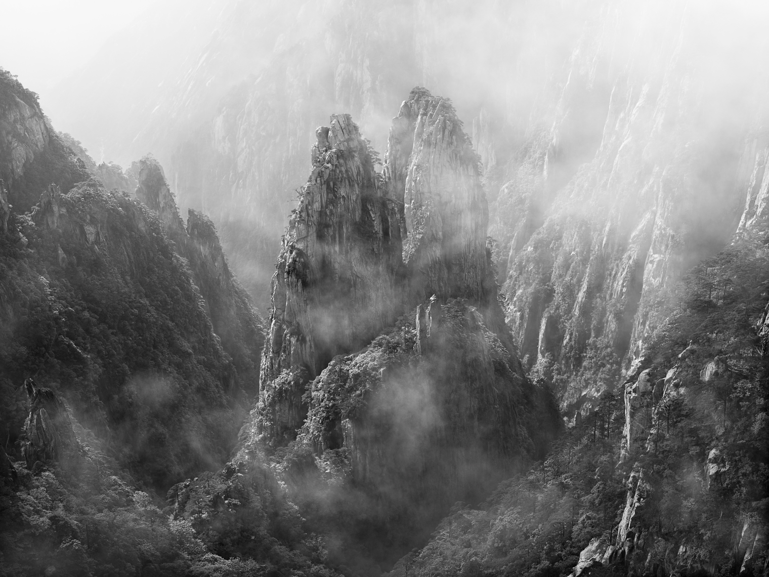 Jon Wyatt Photography - Huangshan mountains in mist, Anhui Province, China