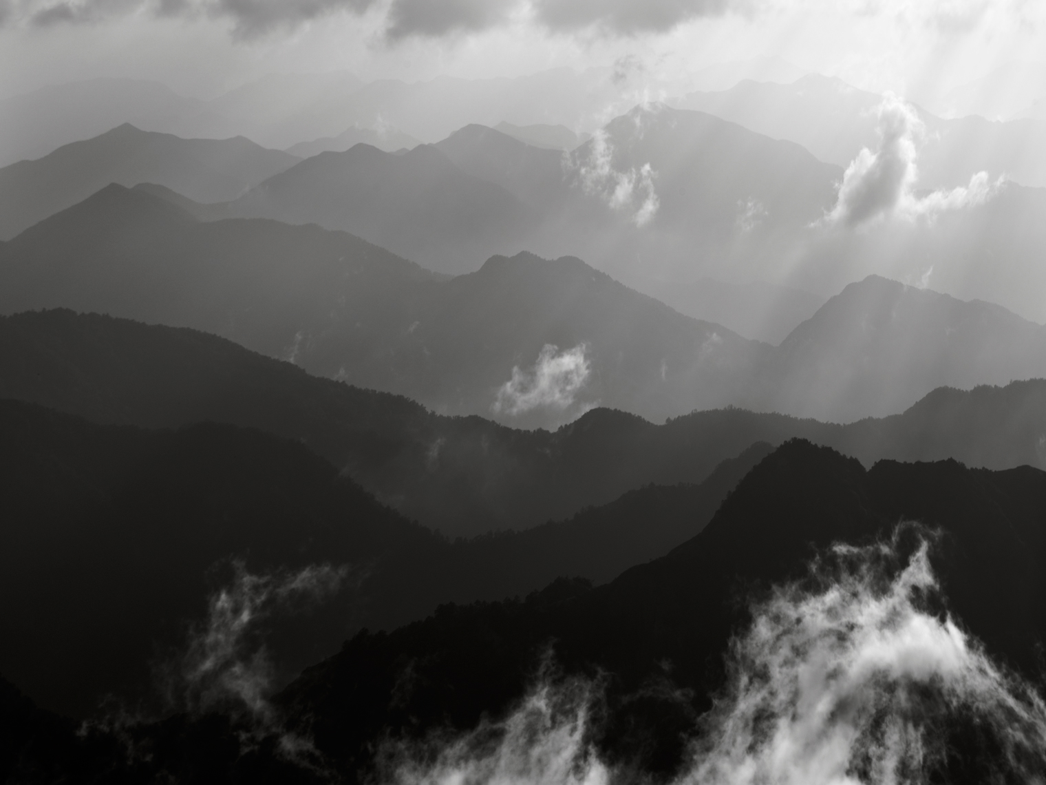 Jon Wyatt Photography - ridges, peaks and clouds in the Huangshan mountains, Anhui Province, China