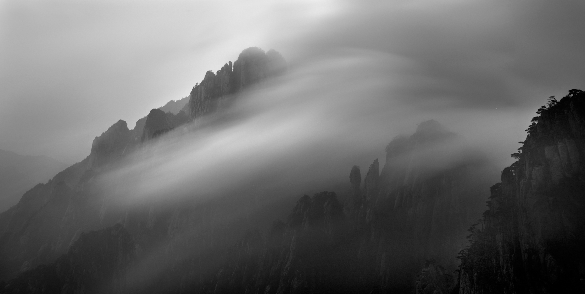 Jon Wyatt Photography - mists moving between peaks in the Huangshan Mountains, Anhui Province, China