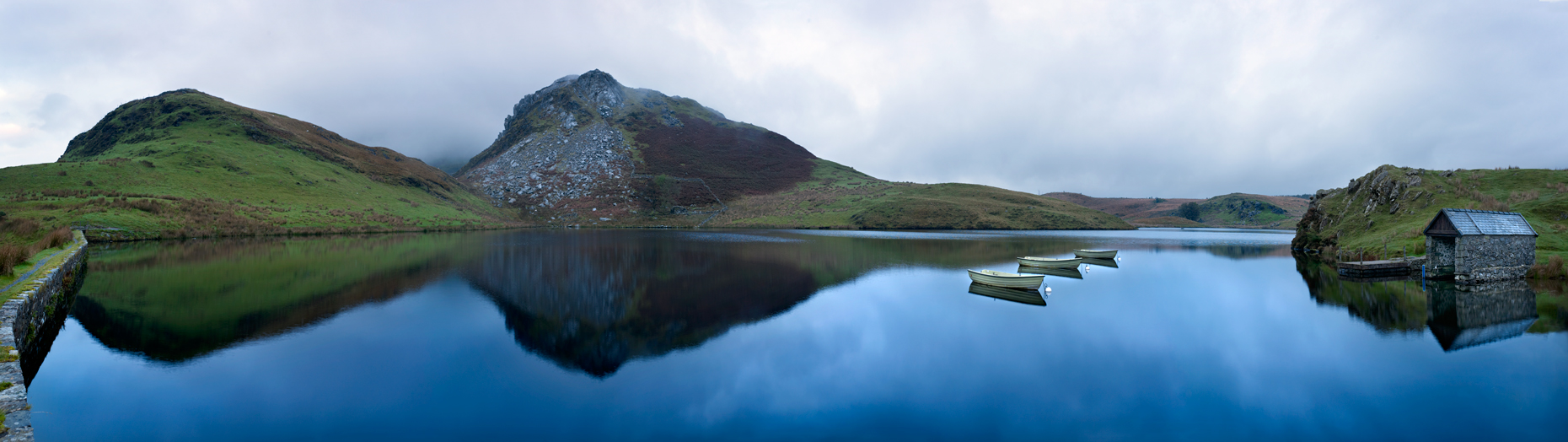 Jon Wyatt Photography - lake in Snowdonia