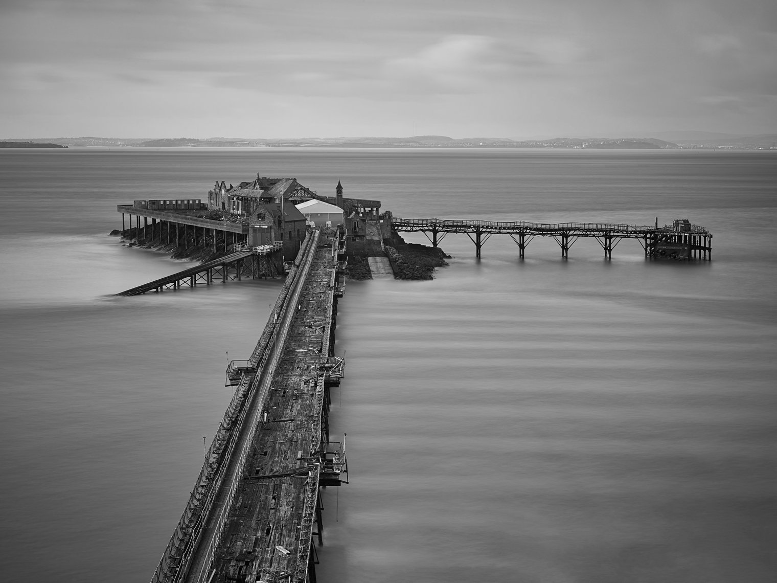 Jon Wyatt Photography - Waves breaking around Birnbeck Pier in North Somerset