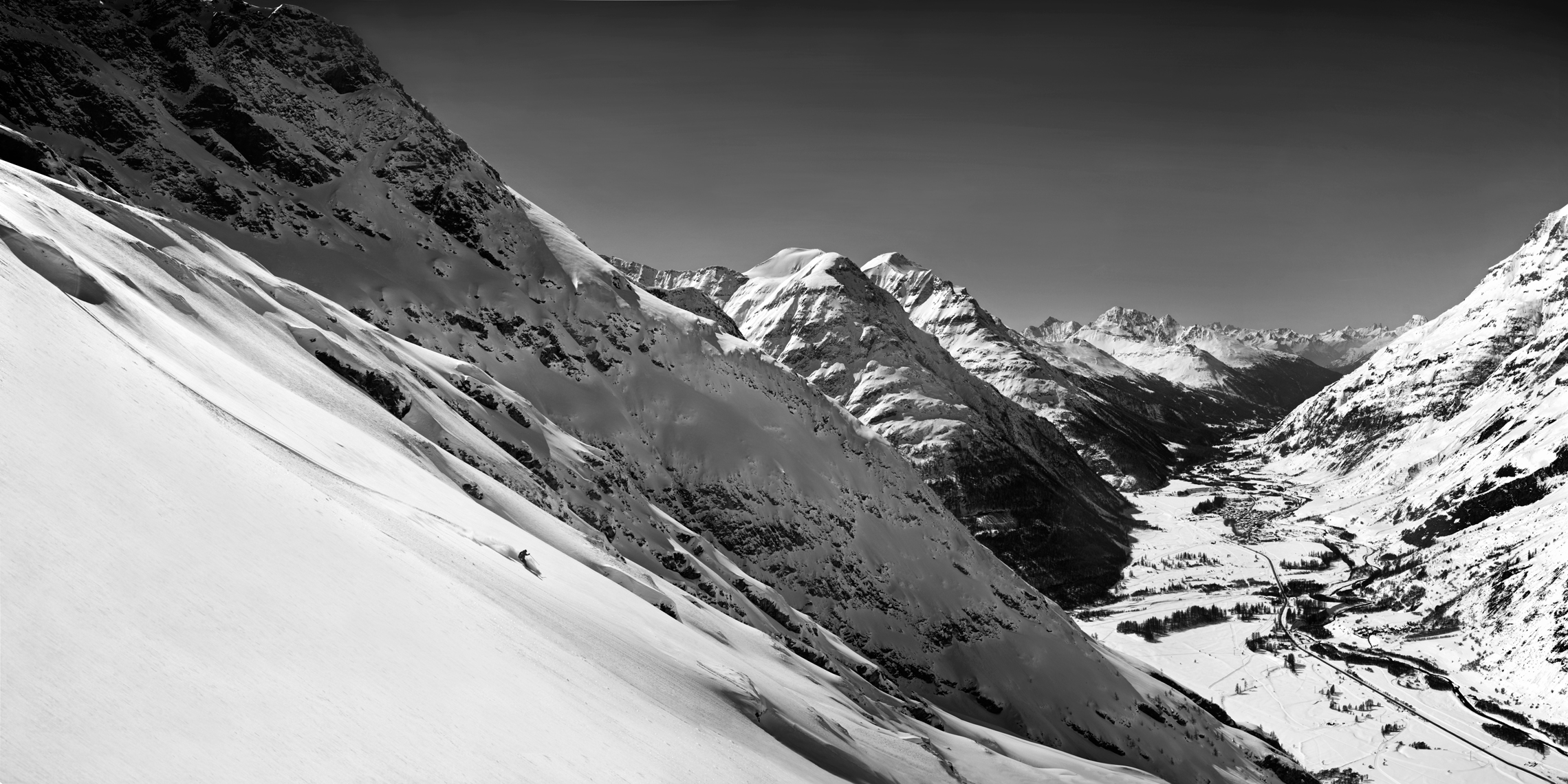 Jon Wyatt Photography - Skiers in Val Cenis, Haute Maurienne, France